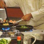 Nishi-Shinjuku station close ! Japanese restaurant needs Kitchen/Wait staffs for 1030yen
